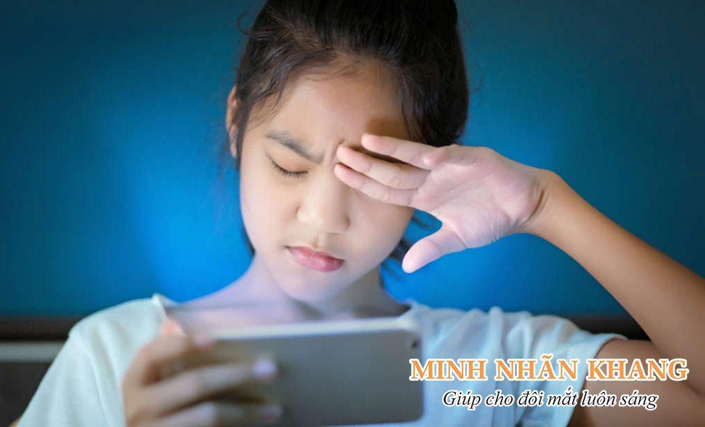Yếu tố nguy cơ gây đục dịch kính là gì? Dùng Minh Nhãn Khang có tốt không?